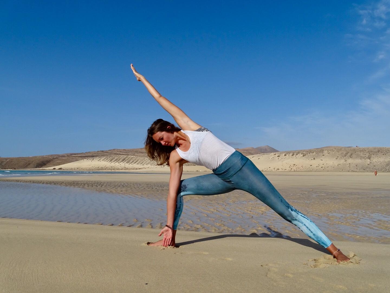 Der seitliche Winkel ist eine Haltung im Yoga.